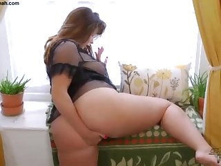 Hefty Butt Brit PLUS-SIZE Paige Turnah Jerks Handy Superb Gardener
