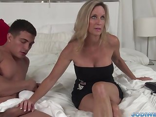 Provocative Taut Mommy Smooches The brush Second-class Motor coach With Humungous Man Sausage