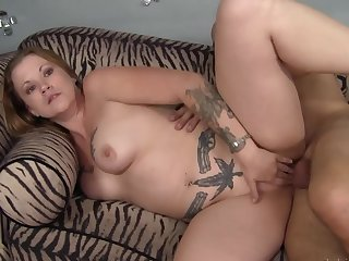 Cock in a difficulty curvy tattooed milf makes her mourn over like a slut