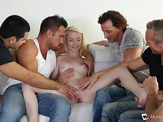 Five Guys Make a hit 18Yo Schoolgirl