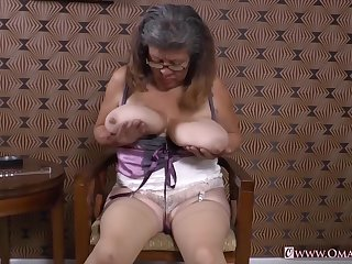 Mature Latinas Striptease and Closeup