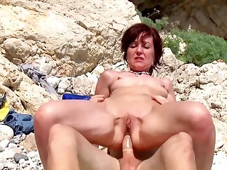Naughty sexual adventure for burnish apply naked mature while aloft holiday
