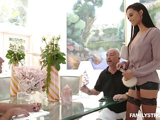 Horny dude is craving for entertaining pussy of young stepmom Gia Vendetti