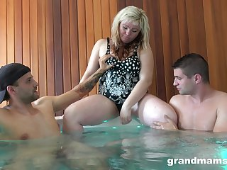 Blonde mature wife spreads her legs together with fucks with two dicks