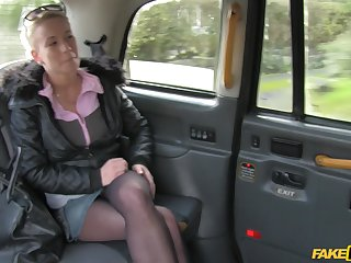Lucky taxi driver slides his flannel in stained pussy be incumbent on inferior Licky
