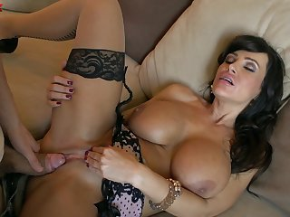 MILF Lisa Ann never misses a beat when taking on a hung cadger