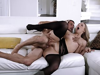 Man soaks blonde's mouth after fucking her restless