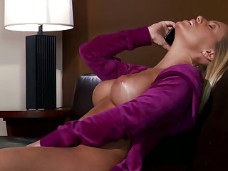 Nicole Aniston likes it big