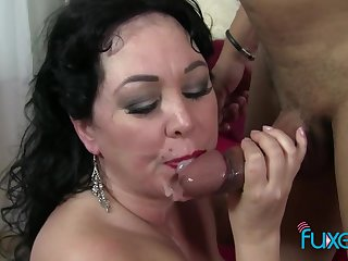 BBW lady loves to give head and lick balls after offering her fat pussy