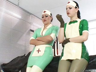 Poor patient suffers from a latex allergy, also her can be helped with regard to the clinic by the a handful of rubber nurses