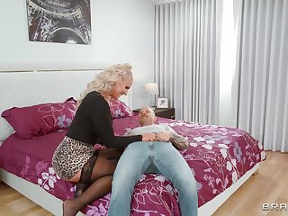 Insipid fucking in the bedroom with got ass blondie Phoenix Marie
